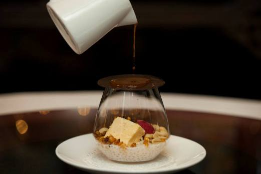mewah-peanut-parfait-caramel-poured-over-chocolate-disk